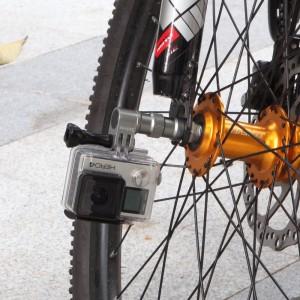 Крепление на ступицу колеса велосипеда